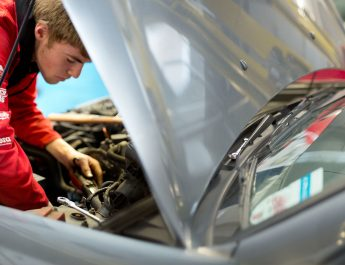 Common Mistakes That People Commit Regarding Car Windscreen Services